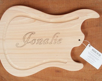 Guitar cutting board, hard wood, perfect gift for a guitarist or musician !