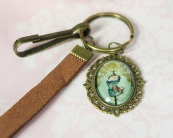 Keychain with  vintage cabochon. A really cute charm with a vintage mannequin. Really girly.  The perfect as a Mori jewelry. Keychain.