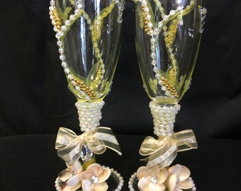 Seashell champagne glasses