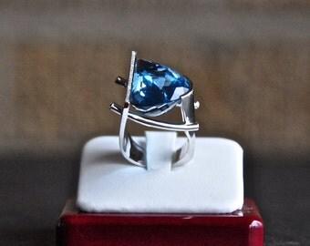 SOLD Blue Topaz / White Gold / Diamonds Ring