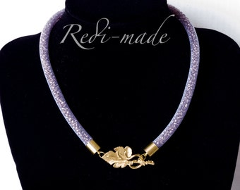 Necklace - Stardust mesh with purple seed beads and a leaf closing (#259516)