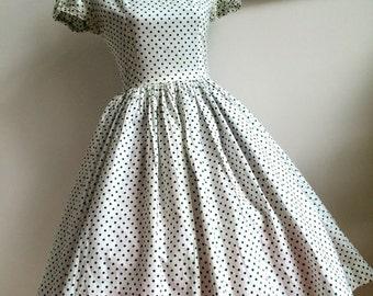 1950's Green Polka Dot Dress (Size: Approx. 6 - 8)