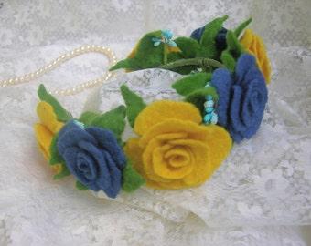 "Felting hoop ""Roses"", hair ornament, of wool rose, blue Rose, yellow rose, felt necklace,wool felt flower"