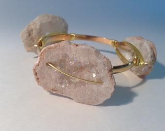 Gold-finished textured brass bracelet with druzzy gemstone