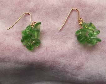 Green chip pierced earrings