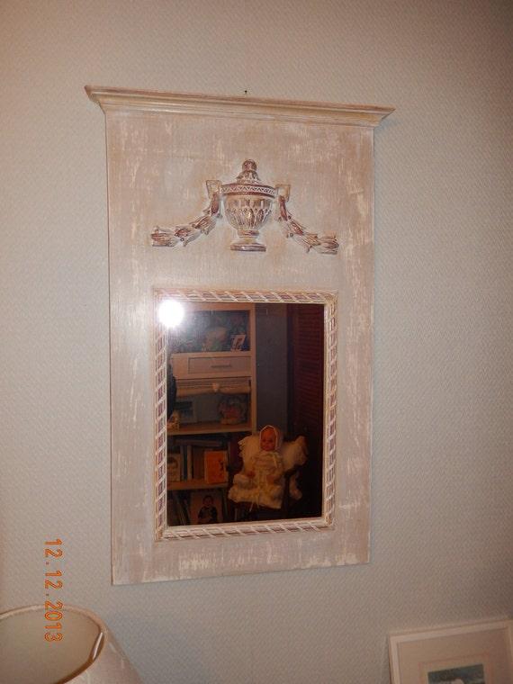 Miroir trumeau en bois avec d cor et patine contemporaine for Miroir trumeau bois