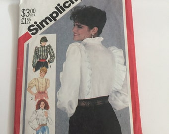 Simplicity Vintage sewing pattern ruffle button tops 5609