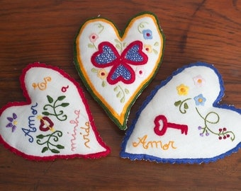 "Three of Hearts - Valentines linen Heart with ""Namorados"" embroidery"