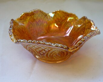 Vintage Amber Carnival Glass Bowl with beauty full diamond pattern