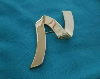 Vintage Gold Tone Ribbon Brooch (JM)