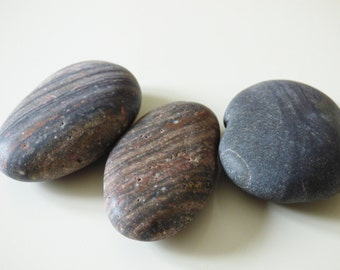 Grey and brown striped sea pebbles, necklace pendant supplies, Corsica beach, aquarium supply, mosaïc, craft supplies, jewelry supplies
