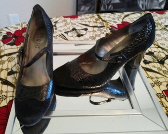 Black Mary Jane pumps