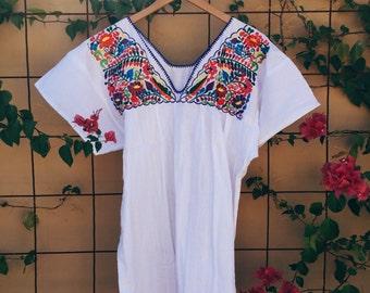 V-neck Mexican floral blouse M/L