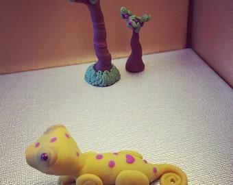 Lizard Likes To Listen // Polymer Clay // Lizard Figurine