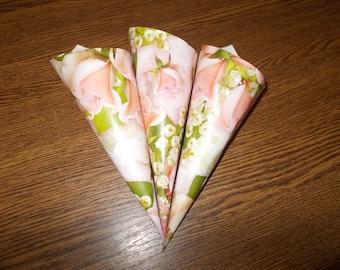 10 Cones for Confetti, Wedding petal cones, Confetti, Wedding cones, Paper Cones, Vintage wedding, confetti cones
