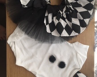 Baby girls 0-3 month short sleeve black and white tutu suit