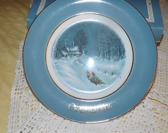 Avon Christmas Collector Plate ~ 1976
