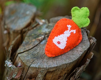 Carrot Brooch Pin