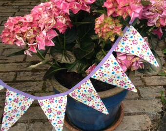 Pretty, reversible floral/stripy bunting!