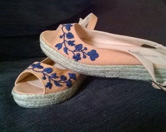 Womens wedges with handmade Hungarian embroidery, size 5/38