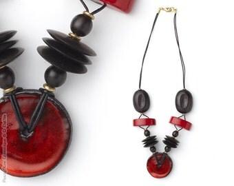 Varied necklace red, ebony