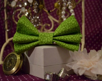 Green Patterned Hair Bow