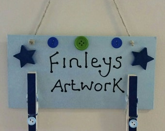 Children's display plaque for artwork