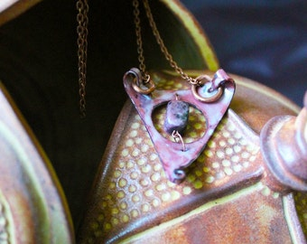 Rust Queen : An elegant enamel necklace.