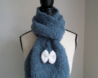 Scarf with her white knot