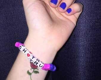 "90s style bead bracelet - ""oh tru"""