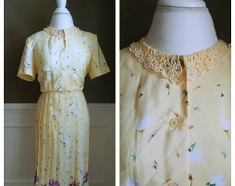 Vintage Floral Dress Button up with Lace Collar SALE 25% OFF