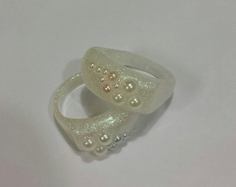 Pretty pearly resin ring with white and blue pearls