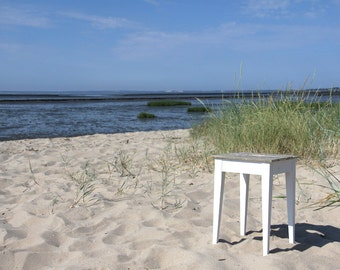 Handy stool Beachhouse-style. Charming looker for kitchen, hallway or bathroom
