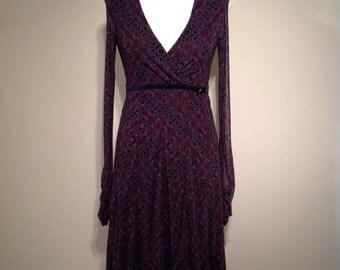 Woman retro style dress black and violet print