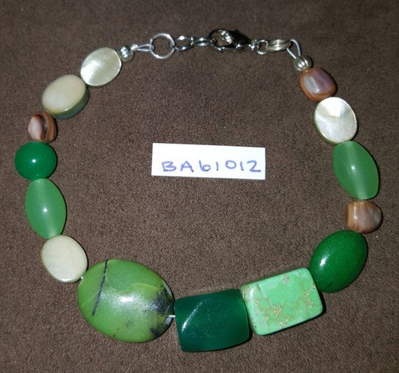 Jade Green Bracelet / Mother of Pearl Bracelet / Natural Stone Bracelet / Boho Jewelry / Hippie Bracelet / BA61012
