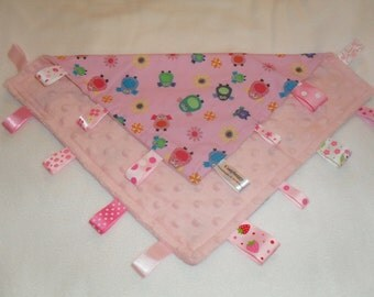 personalised taggy blanket~Cosytaggy comforter.fun & pretty owl design with minky fleece reverse