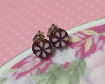 Tiny White Daisy on Purple Background Post Earrings, Tiny Purple Daisy Studs, Flower Studs, Pretty Vintage Cabochon Studs