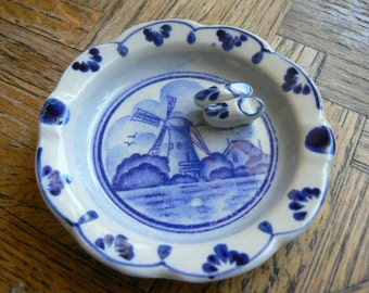 Delft Style Ashtray with Danish clogs vintage