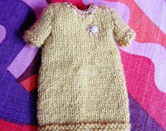 Odds & Ends SALE - Blythe:  Yellow dress with gold bead brooch detail - very classy!