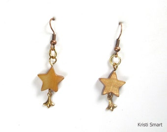 Tiny star shaped earrings