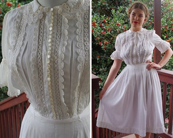LILLY 1940's Vintage White Cotton Dress with Crochet Lace Eyelets and Edges // size Small // Lots of Buttons