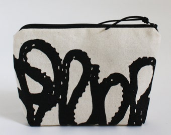 RIBBON - Basic Zipper Bag in Black and White