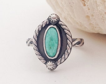 Turquoise Stacking Ring, Size 7 1/2 Solitaire Artisan SilverSmith Kingman Turquoise Stone Ring Sterling Silver Pattern Band