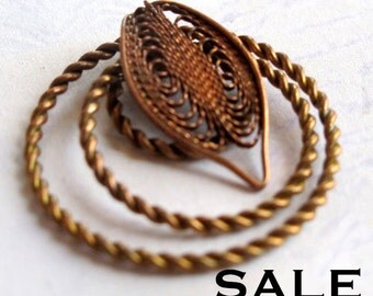 LOW stock - Vintage Brass Filigree Leaf And Ring Pendants (4X) (V382) S A L E - 25% off