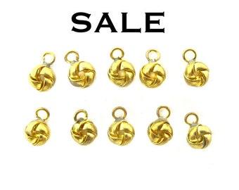Vintage Brass Knot Charms (10X) (V169)