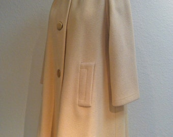 Vintage 1960s Off White Coat with Fur Collar