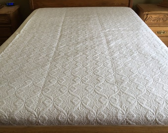 Queen  size  machine embroidered quilt /Pure white W-31