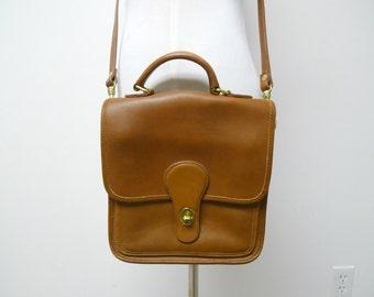 HUNT CLUB. Croix corps sac à main en cuir marron