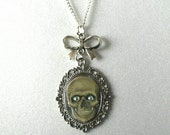 SPOOKY SKULL Gothic Lolita Rhinestone Eyes Gray on Silver Bow Cameo Necklace Halloween Creepy Day of the Dead