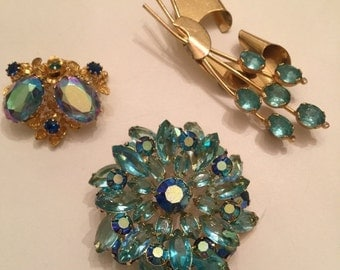 1950s brooch lot of brooches scatter pins Vintage jewelry aqua rhinestone brooch wholesale lot resale lot 50s jewelry